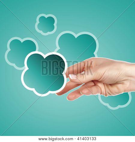 Mano con símbolo de computación de nube