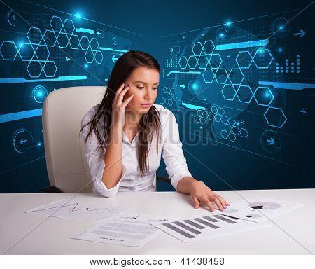 Jovem empresária fazendo papelada com fundo futurista
