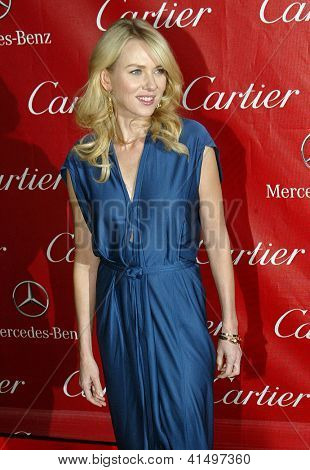 PALM SPRINGS, CA - 5 de JAN: Naomi Watts llega en el 2013 Palm Springs International Film Festival