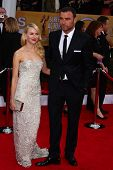 LOS ANGELES - 27 de JAN: Naomi Watts, Liev Schreiber chegam do ator 2013 Screen Guild Awards em