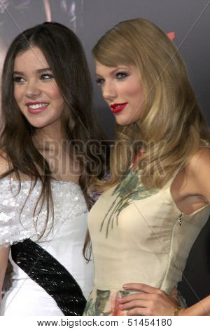 LOS ANGELES - SEP 24:  Hailee Steinfeld, Taylor Swift at the Romeo & Juliet Premiere at ArcLight Hollywood Theaters on September 24, 2013 in Los Angeles, CA