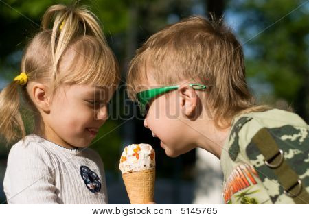 Children Eat Icecream