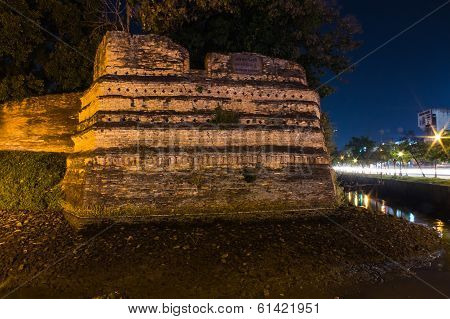 Night Of Chiangmai Moat And Ancient Wall ,thailand