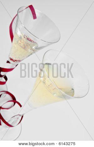 mit zwei Champagner-Gläser