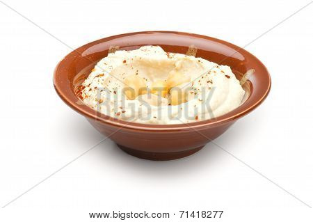 Traditional Middle Eastern hummus plate