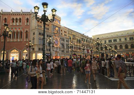 Cotai Strip Macau China-august 22 Visitor  Walking And Enjoy To Shopping In Venetian Hotel The Famou