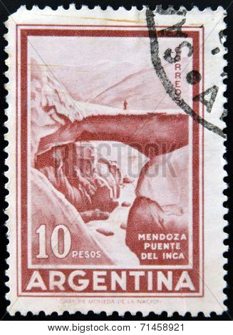 ARGENTINA - CIRCA 1959: A stamp printed in Argentina shows image of Inca's Bridge (Puente del Inca)