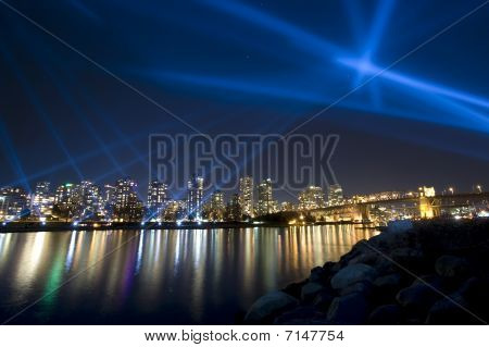 Vanier vectorial Light Show �English Bay, Vancouver