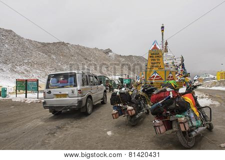 Caravan roadtrip at Chang La Pass ,India