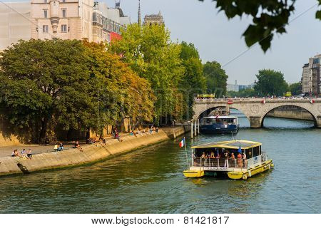 PARIS - SEP 07: Seine river in the evening on September 07, 2014 in Paris, France. Paris, aka City of Love, is a popular travel destination and a major city in Europe