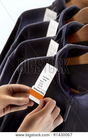 CLOTHES LABELING