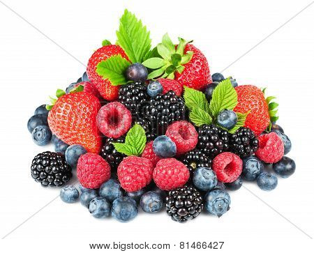 Strawberry blackberry raspberry and blueberry with leaves on the white background
