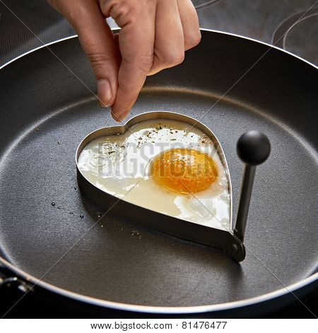 Seasoning For Fried Eggs In Heart Shape