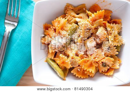 Bowtie Pasta With Chicken And Fresh Tomatoes In A Creamy But Healthy Sauce