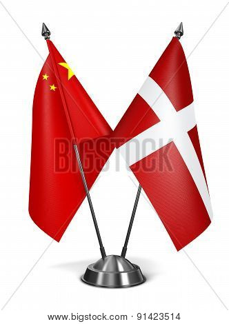 China and Sovereign Military Order Malta - Miniature Flags.
