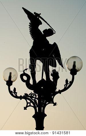 Archengel lamp