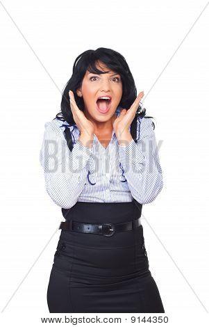 Gritos de mulher de negócios surpreso