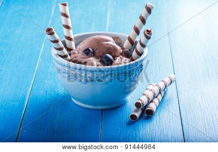 Chocolate Ice Cream With Blueberries And Wafer Rolls