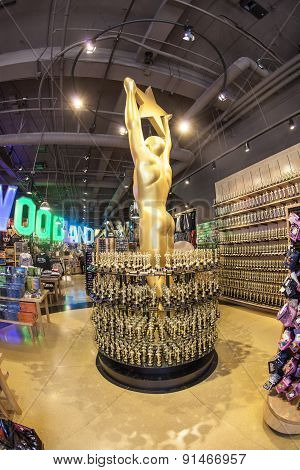 Oscar Statues Offered In Shops Inhollywood