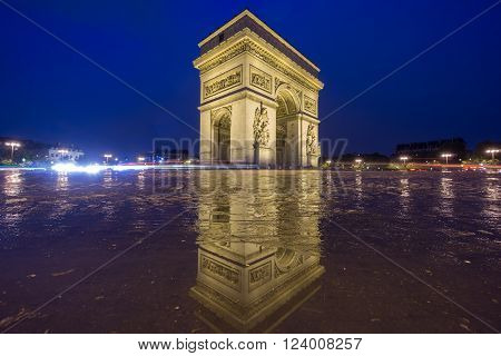 Night time in Arc de Triomphe with pool reflection