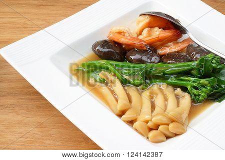 Braised Sea Asparagus clams with broccoli on  plate
