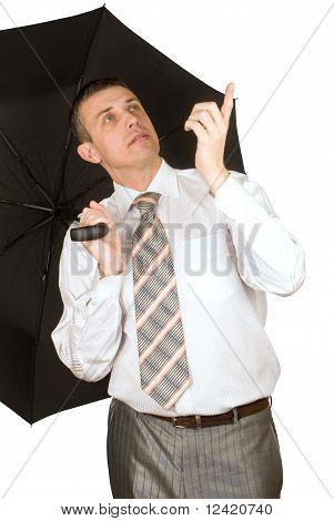 El empresario bajo una sombrilla