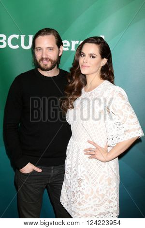 LOS ANGELES - APR 1:  Aaron Stanford, Emily Hampshire at the NBC Universal Summer Press Day 2016 at the Four Seasons Hotel on April 1, 2016 in Westlake Village, CA