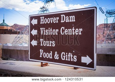 Arrow points directions to tourists and visitors at the Hoover Dam location in the American southwest.