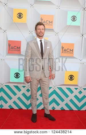 LAS VEGAS - APR 3:  Dierks Bentley at the 51st Academy of Country Music Awards Arrivals at the Four Seasons Hotel on April 3, 2016 in Las Vegas, NV