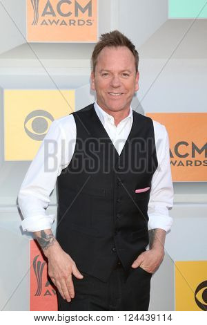LAS VEGAS - APR 3:  Kiefer Sutherland at the 51st Academy of Country Music Awards Arrivals at the Four Seasons Hotel on April 3, 2016 in Las Vegas, NV