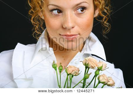 girl with flower rose look arownd to se something intresting