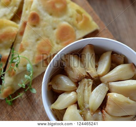 Roasted Garlic Cloves with Pita Bread; Appetizer, appetiser