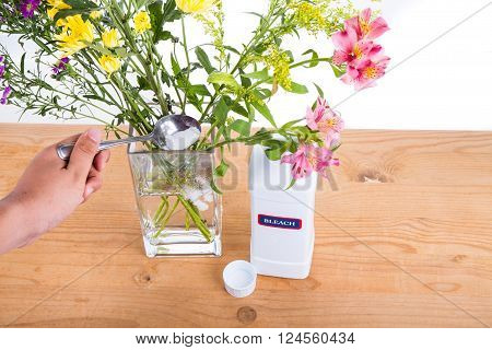 Add Bleach Powder Into Vase With Water To Keep Flowers Fresher