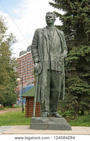 Moscow, Russia - August 02, 2008: Old Sculptures Of Maxim Gorky In Muzeon Art Park (fallen Monument