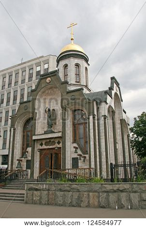 Moscow, Russia - August 02, 2008: Chapel Of The Kazan Icon Of The Virgin Mary Against The Building O