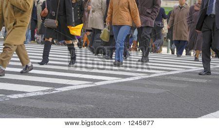 beim Überqueren der Straße