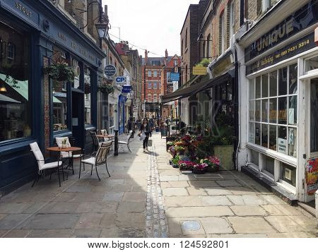 HAMPSTEAD - APRIL 5: People shopping on Flask Walk on April 5, 2016 in Hampstead, London, UK.
