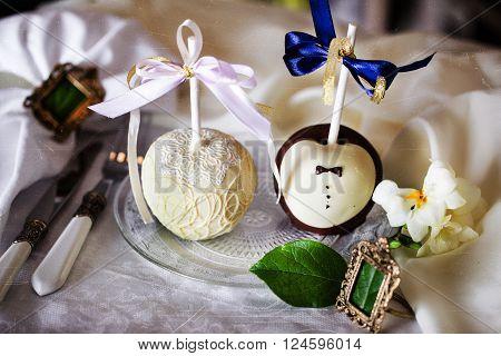 Apples in chocolate, white black milk dark, wedding table decoration, design, interior, bride and groom