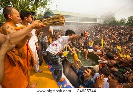 WAT BANG PHRA, THAILAND - MART 19, 2016: Blessing with Holy water of participants Wai Kroo (Luang Por Phern) Master Day Ceremony at Wat Bang Phra monastery, about 50 km of Bangkok.