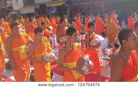 Songkla, Thailand - Aug 18, 2013 :Tradition, the monks of merit.