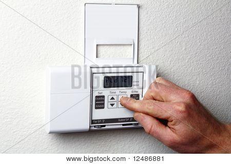 Mão no termostato