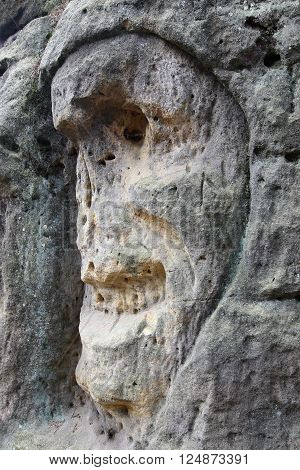 Scary Stone Heads - rock sculptures of giant heads carved into the sandstone cliffs from 1840