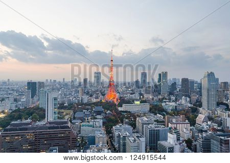 Tokyo tower light up and sunset sky in tokyo japan