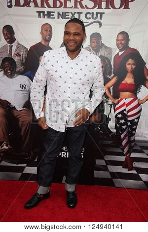 LOS ANGELES - APR 6:  Anthony Anderson at the Barbershop - The Next Cut Premiere at the TCL Chinese Theater on April 6, 2016 in Los Angeles, CA