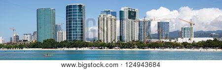 The panoramic view of Ala Moana beach and Honolulu city skyline (Hawaii).