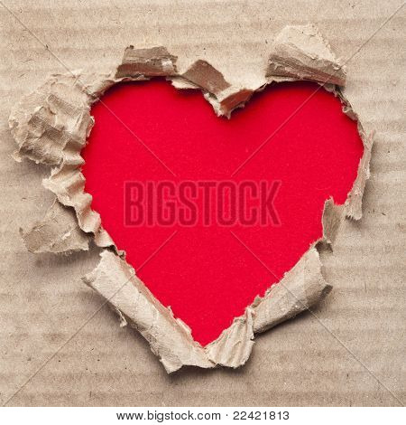 corazón de papel rasgado