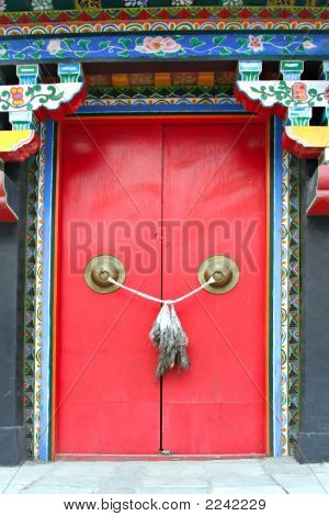 Knot On Red Door To Chinese Temple