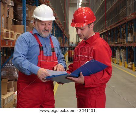 Trabajadores verificación factura