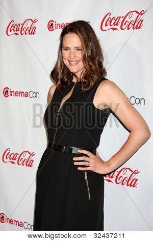 LAS VEGAS - APR 26:  Jennifer Garner arrives at the CinemaCon 2012 Talent Awards at Caesars Palace on April 26, 2012 in Las Vegas, NV