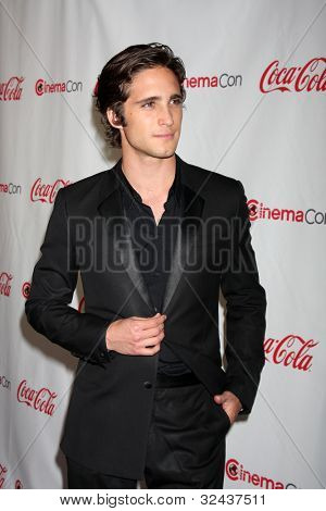 LAS VEGAS - APR 26:  Diego Boneta arrives at the CinemaCon 2012 Talent Awards at Caesars Palace on April 26, 2012 in Las Vegas, NV